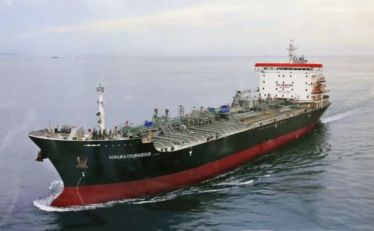 """Foto de arquivo do navio """"Kokuka Courageous"""", uma das duas embarcações atingidas por supostos ataques no golfo do Omã nesta quinta-feira (13). — Foto: Kyodo/via Reuters"""