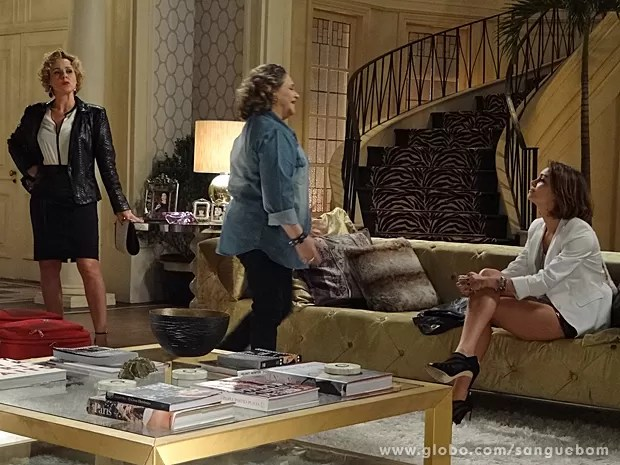 Madá chega na casa de Bárbara Ellen e dá de cara com Amora (Foto: Sangue Bom/TV Globo)