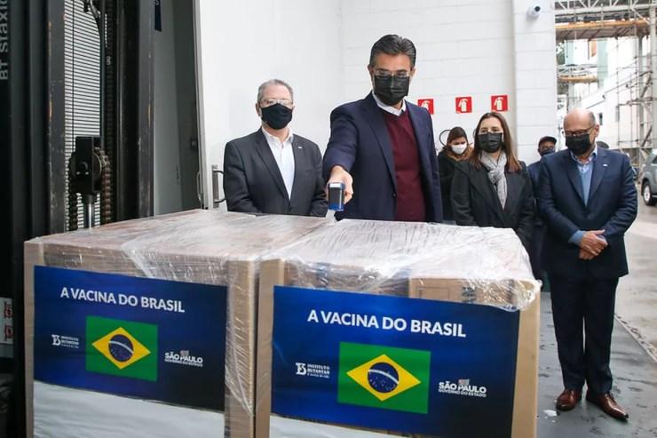 Vice-governador Rodrigo Garcia em entrega de novo lote de Coronavac ao PNI, nesta quarta (28) — Foto: Divulgação/Secom/GESP