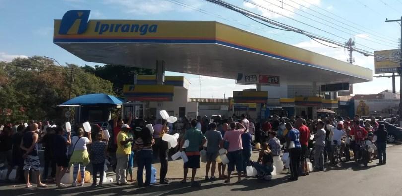 Motoristas em posto de Campinas, durante greve dos caminhoneiros (Foto: Jade Castilho / G1)