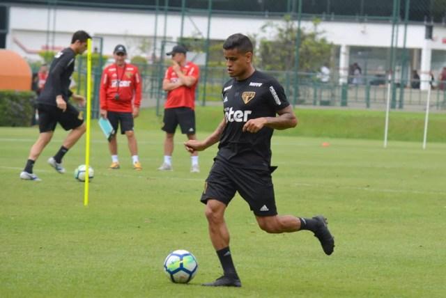 Everton, em treino no CT do São Paulo — Foto: Érico Leonan / saopaulofc.net