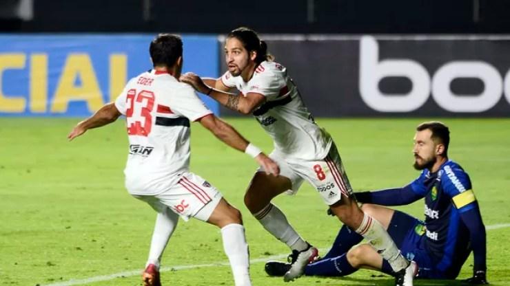 São Paulo x Cuiabá: Benítez e Eder comemoram o primeiro gol