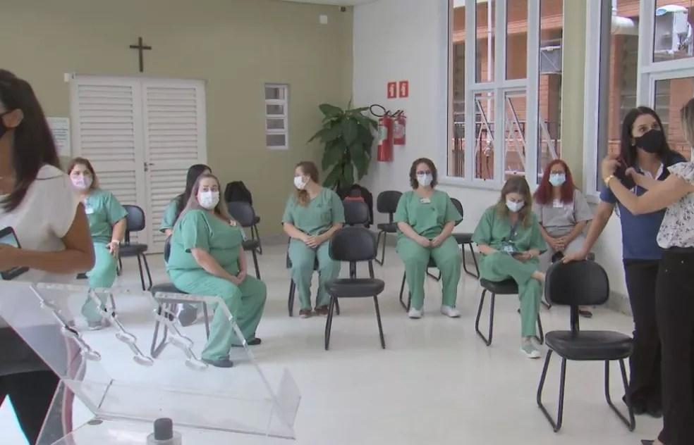 Funcionários do HC de Marília se preparam para receber vacina contra a Covid — Foto: TV TEM/Reprodução