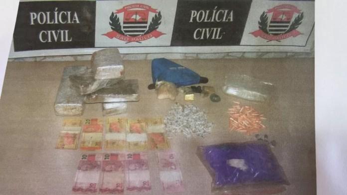 Policiais apreenderam 4,5 quilos de drogas durante operação da Dise de Piracicaba  (Foto: Polícia Civil)
