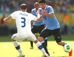 Chellini e suarez uruguai e itália (Foto: Getty Images)
