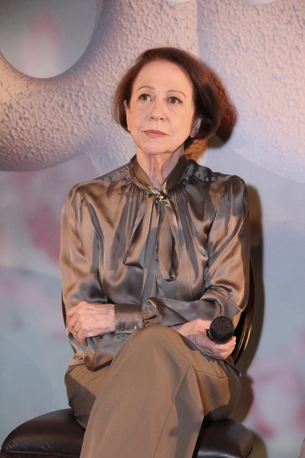 Fernanda Montenegro na coletiva do seriado Doce de Mãe (Foto: Alex Palarea/AgNews)