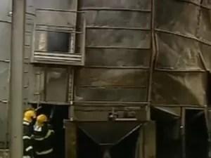 Incêndio em silo dura mais de um dia em Ibiá (Foto: Reprodução/TV Integração)