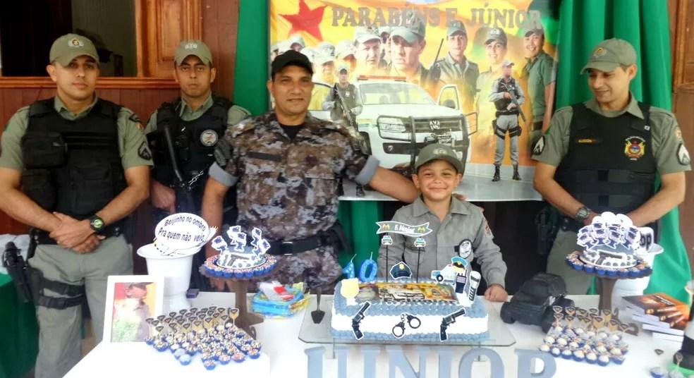 Festa teve visita surpresa de PMs (Foto: Francisca Siqueira/Arquivo Pessoal)