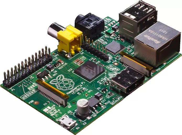 Raspberry Pi consegue, mesmo minúsculo, oferecer recursos de computadores bem maiores (Foto: Divulgação)
