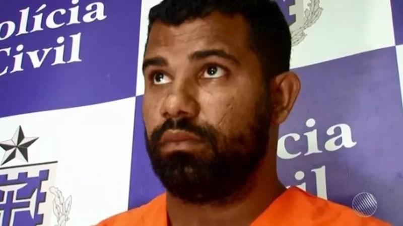 Treinador de futebol fingia ser mulher, pedia fotos a alunos e os obrigava a fazer sexo (Foto: Reprodução/ TV Bahia)