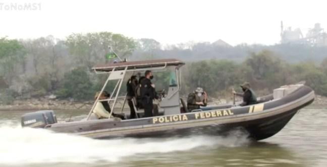 PF utilizou barco para cumprir alguns mandados da operação que investiga o crime ambiental em MS — Foto: PF/Divulgação