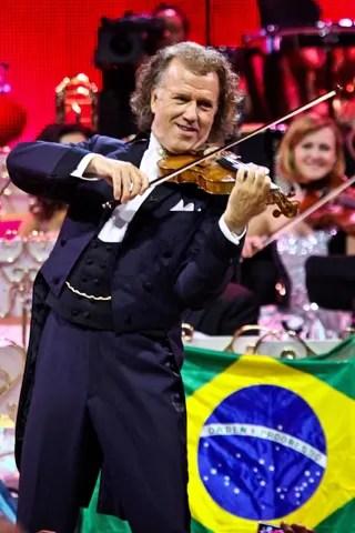 André Rieu durante a apresentação em São Paulo que você vê no domingo, dia 10, na Rede Globo (Foto: Divulgação/ Manuela Scarpa)