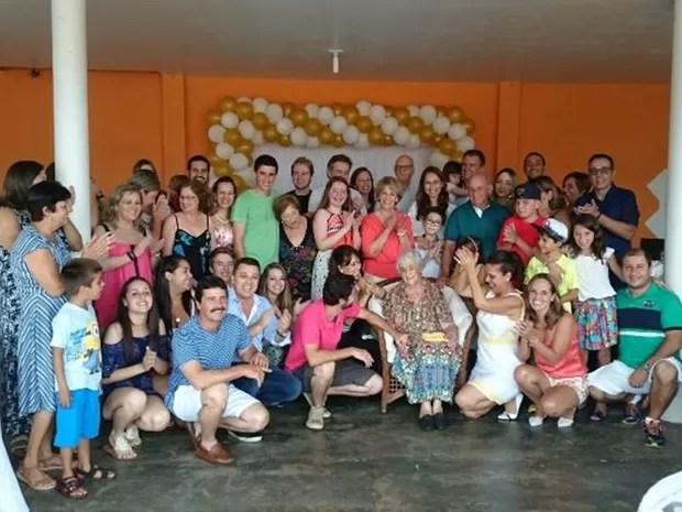 Festa de aniversário de Leonor reuniu 43 descedentes (Foto: Vander Marques Jr/ TV TEM)