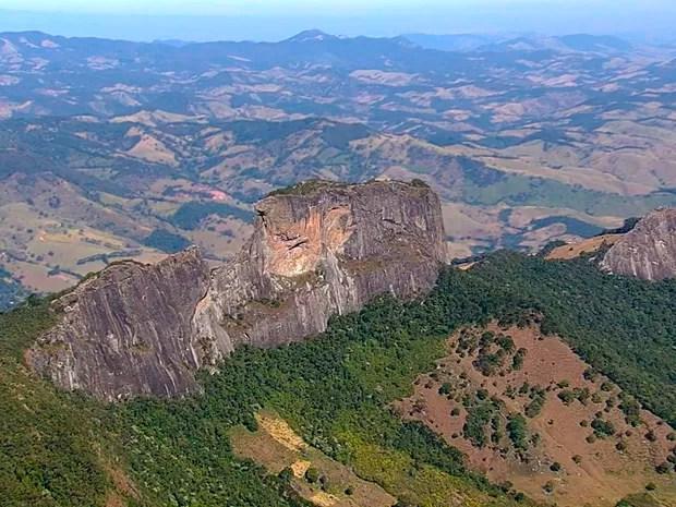 7 Maravilhas do Vale - Pedra do Baú em São Bento do Sapucaí (Foto: Reprodução/TV Vanguarda)