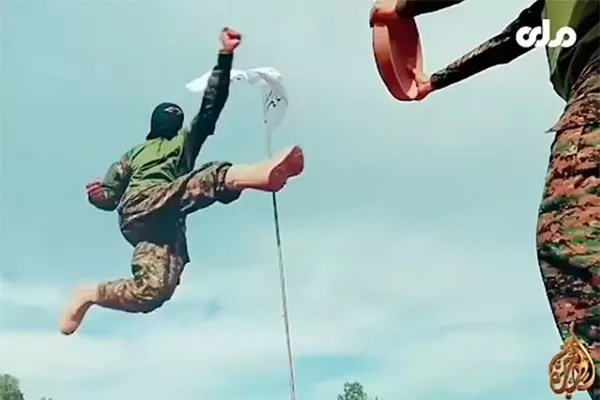 Taliban soldier in martial arts training (Photo: reproduction)