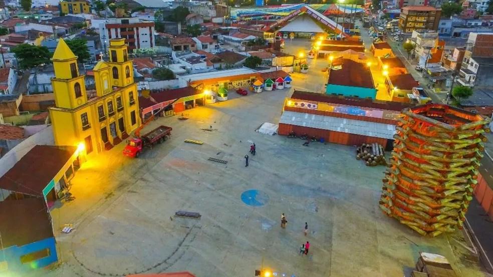 Festa seria transferida para novo espaço, mas vai continuar no Parque do Povo, em Campina Grande (Foto: Demétrio Costa e Emanuel Tadeu/Top Midia Comunicação)