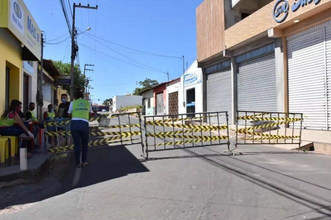 Barreira para restringir a circulação de veículos em Vitorino Freire — Foto: Divulgação/Prefeitura de Vitorino Freire