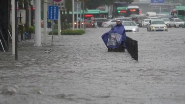 Zhengzhou teve em três dias chuvas equivalente à média de um ano — Foto: Reuters via BBC