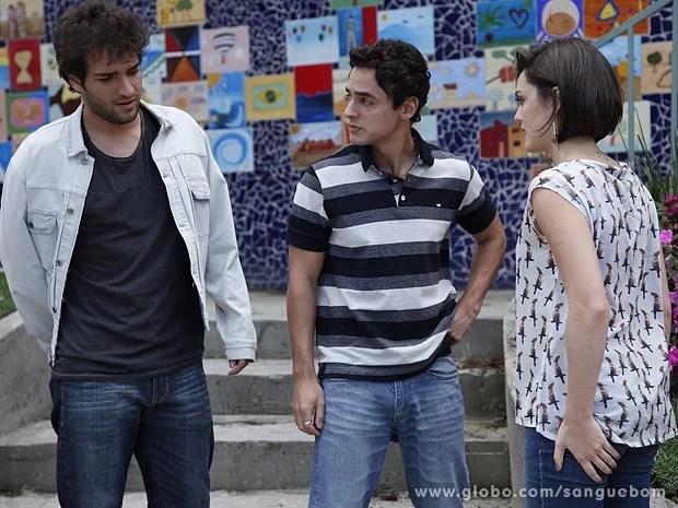 Caio saca o climinha entre os dois (Foto: Sangue Bom / TV Globo)