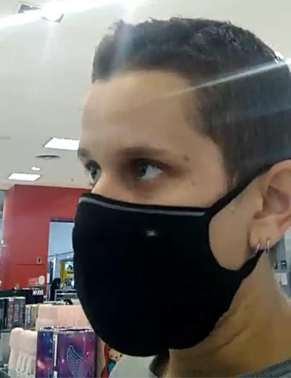 Mulher tem provador invadido em loja de BH. Funcionário teria alegado que ela era um homem. — Foto: Arquivo pessoal