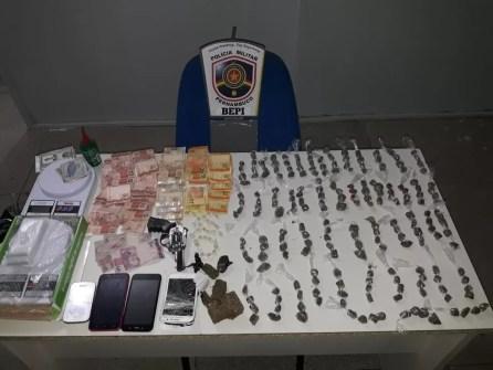 Drogas foram apreendidas com os suspeitos em Água Preta (Foto: Divulgação/Bepi)