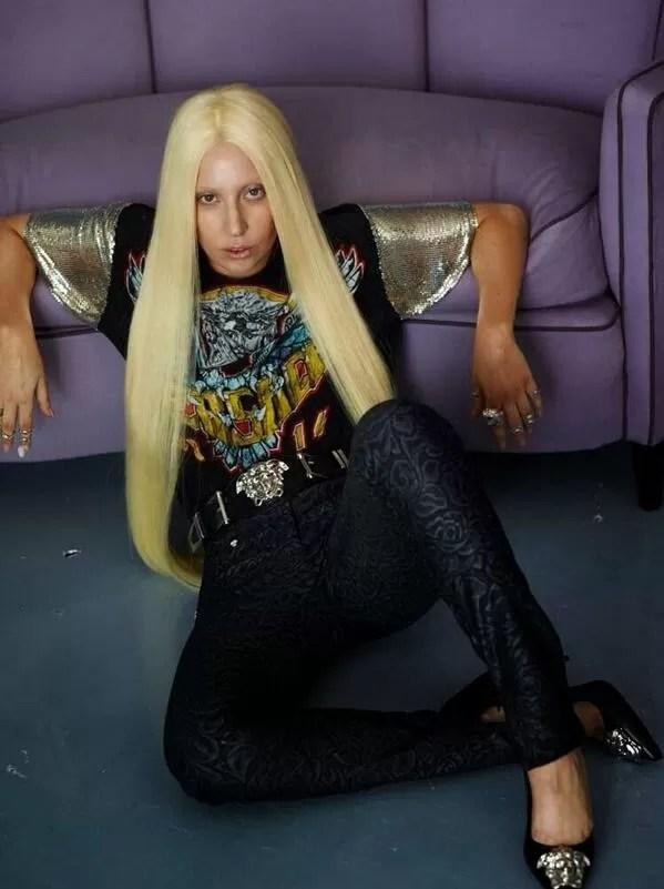 Sem tratamento, fotos de Lady Gaga para a Versace chegam à internet (Foto: Divulgação / Versace)