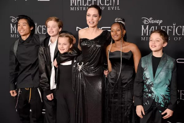 Pax Thien, Shiloh Nouvel, Vivienne Marcheline, Angelina Jolie, Zahara Marley and Knox Leon Jolie-Pitt at the malevolent premiere: Dona do Mal (2019) (Photo: Getty Images)