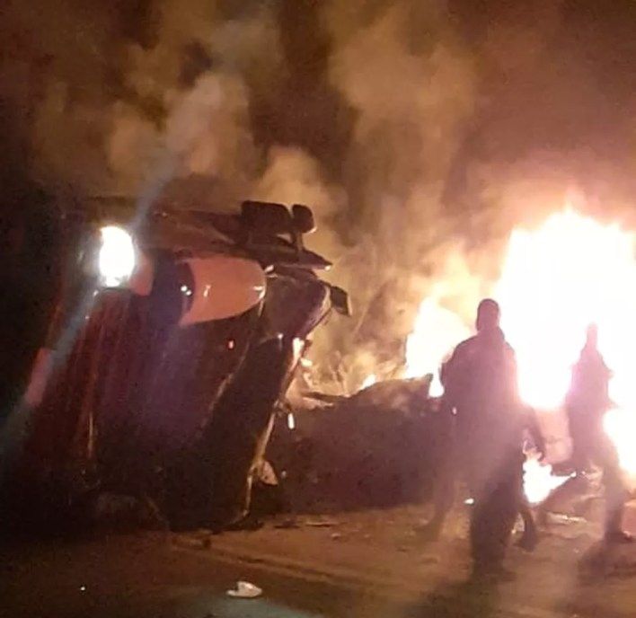 Acidente na BR-262 deixou oito pessoas mortas neste domingo (23) — Foto: Corpo de Bombeiros/Divulgação