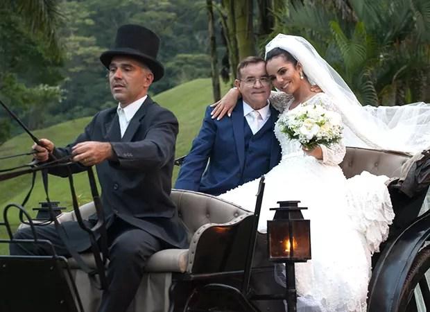 Monique Elias e Itamar Serpa se casam em cerimônia luxuosa com ...