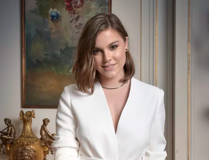 Alice Wegmann interpreta a estudante Isabela (Foto: Caiuá Franco/TV Globo)