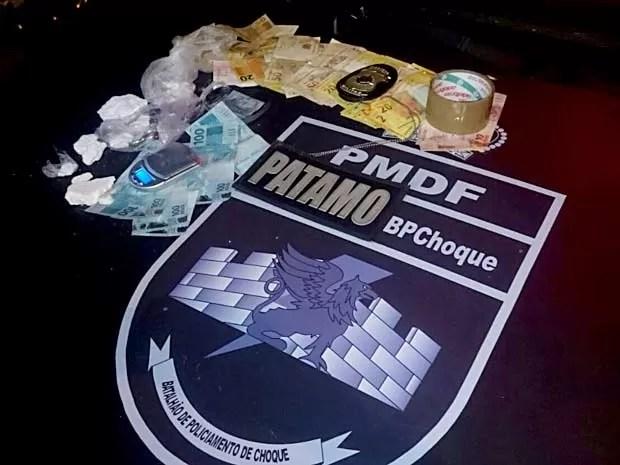 Cocaína e dinheiro encontrados com suspeito de tráfico em Ceilândia, no DF (Foto: Polícia Militar/Divulgação)