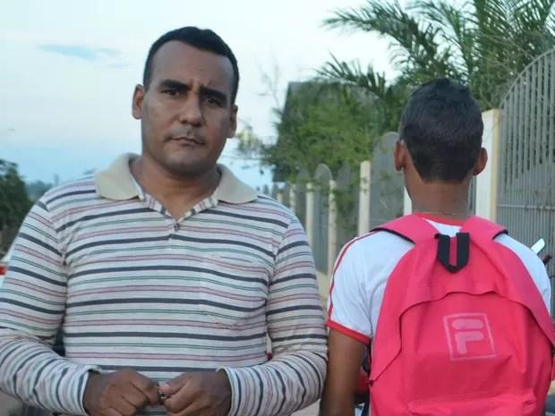Pai diz que quer entrar com ação judicial contra o estado por suposto abuso (Foto: Anny Barbosa/G1)