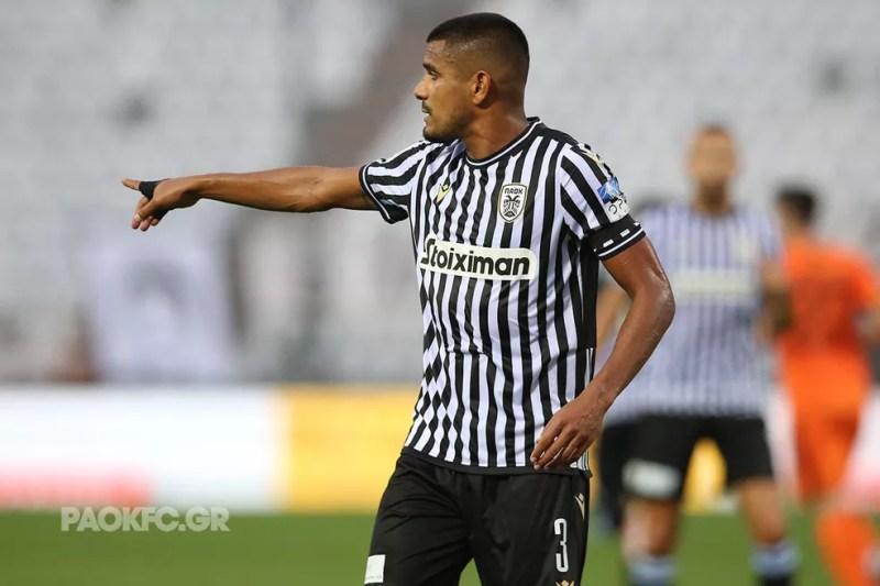 Léo Matos, reforço do Vasco, em ação pelo PAOK — Foto: PAOKFC.GR