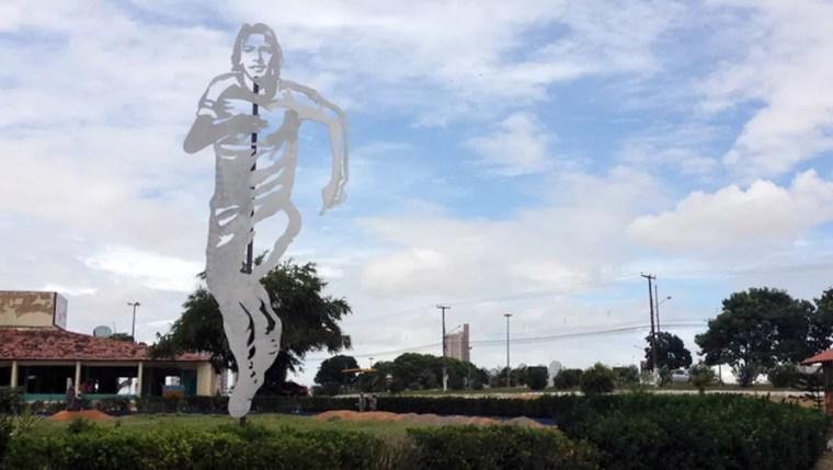 Antiga escultura de Marinho Chagas, que ganhará nova casa (Foto: Augusto Gomes)