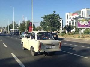 Trabant é equipado com motor de dois cilindros e dois tempos, refrigerado a ar (Foto: Priscila Dal Poggetto/G1)
