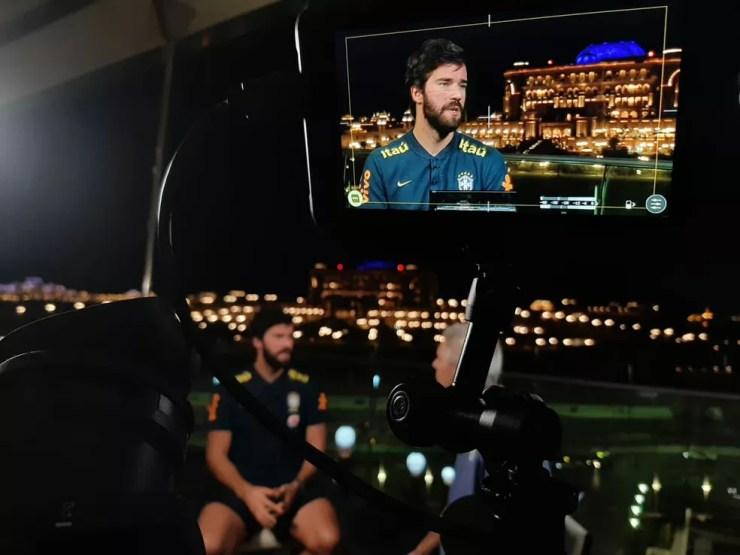 Alisson durante a passagem por Abu Dhabi com a seleção brasileiro no fim de novembro — Foto: Márcio Iannacca / GloboEsporte.com