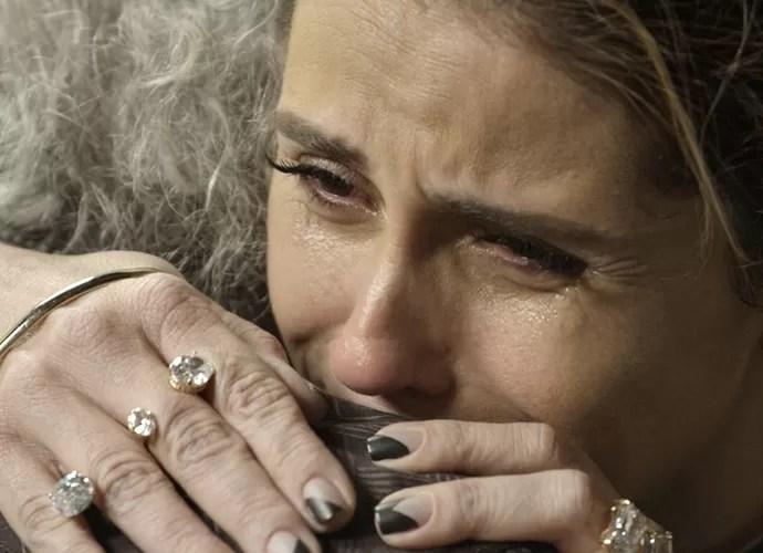 Atena desabafa com Ascânio (Foto: TV Globo)
