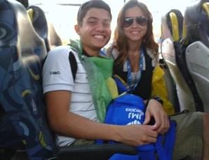 Torcedor do Ceará entrega camisa ao Papa Francisco (Foto: Arquivo Pessoal/Lucas Cipriano)