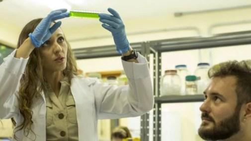 Fernanda é minoria em sua profissão, já que apenas 30% dos pesquisadores do mundo são mulheres (Foto: Divulgação)