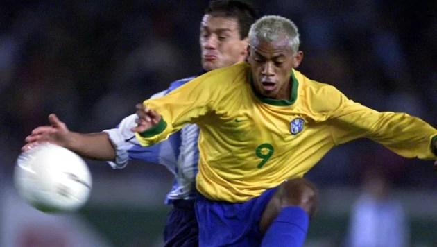 Marcelinho Paraíba Brasil x Argentina 2001 (Foto: AFP)