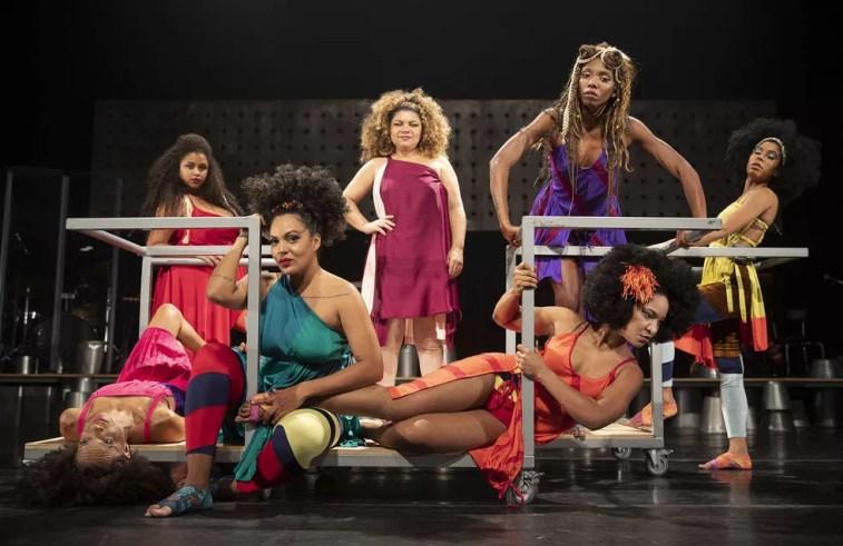 Elenco feminino do musical 'Elza' destaca Larissa Luz (Foto: Divulgação / Leo Aversa)
