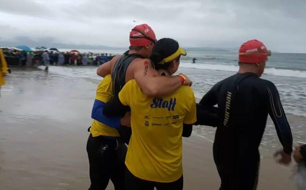 Pronto para a largada: Diogo nadou os 3,8km ao lado do experiente Luiz Rissato (Foto: Renata Domingues)