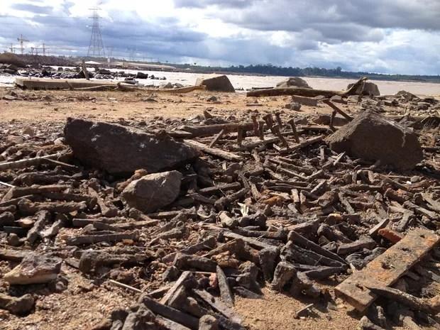 Material apareceu após o Rio Madeira começar a baixar (Foto: Ivanete Damasceno/G1)