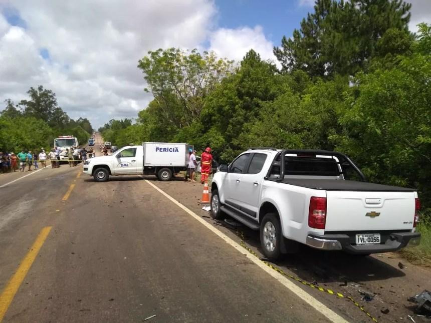 Perícia analisa o local do acidente com três mortes em Eldorado do Sul (Foto: Gabriel Bolfoni/RBS TV)