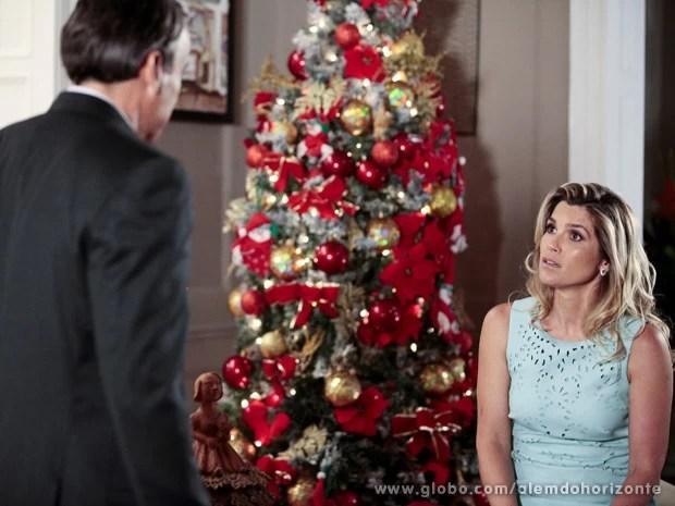 Ela quer saber quem é Maria Tereza (Foto: Além do Horizonte/TV Globo)