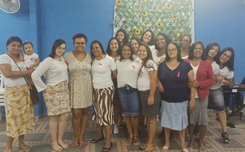 Mulheres se reuniram em uma tarde para fazer os cortes para doação — Foto: Divulgação/Igreja União Evangélica Missionária