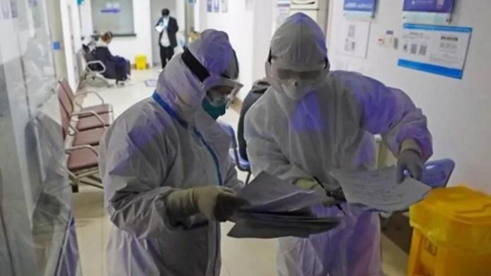 Pesquisadores de todo o mundo estão correndo contra o relógio — e o aumento de casos de infecção — para entender o novo coronavírus — Foto: Getty Images via BBC