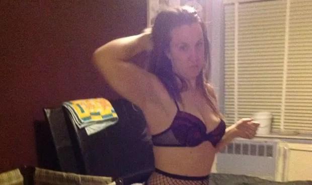 Professora foi afastada acusada de manter relações sexuais na escola (Foto: Reprodução/YouTube/Aimee Portal)