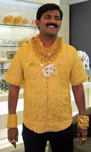 Phuge pagou mais de R$ 800 mil por camisa de ouro em 2013  (Foto: AFP)