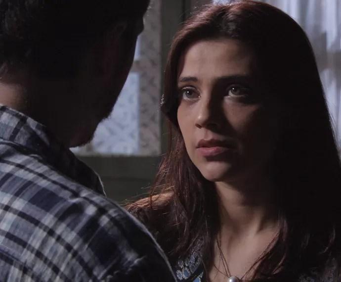 Anita leva um susto com a reação do jovem (Foto: TV Globo)